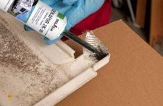 Jetzt kann der Riss oder die Beschädigung mit einer Glasmatte ausgelegt und mit einem Spezialkleber sorgfältig verklebt werden. (Foto: Werk)