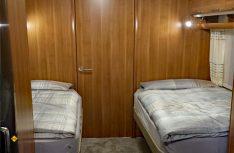 Einzelbetten und Bad quer im Heck bietet der Saphir 700 SDGW. (Foto: has)