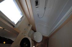 Kompakte Naßzelle mit separater Dusche im Forster T 637 SB. (Foto: det)