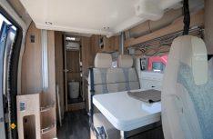Pfiffige Lösung: Der Dexter 595 hat ein elektrisches Hubbett über der Sitzgruppe bekommen. (Foto: det)
