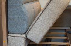 In drei Modellreihen erleichtert die zusätzliche Klappfunktion der Sitzbank den Zugang zu den darunterliegenden Staufächern. (Foto: LMC)
