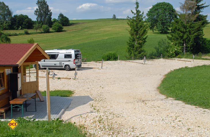 Nett angelegt: Acht Mobile finden hinter der Brauerei Biberach eine ruhigen Stellplatz. (Foto: det)