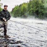Angeln unter der Mitternachtssonne in Schwedisch Lappland
