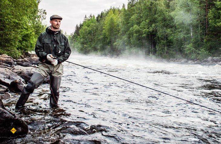 """Petri Heil – Petri Dank"""" - die traditionelle Grußformel der Fischer und Angler wird man im Juni in Schwedisch Lappland wohl mehrmals am Tag hören. (Foto: swedishlappland)"""