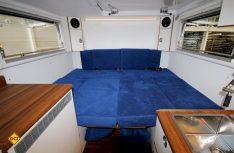 Aus der Sitzgruppe kann ein komfortables Doppelbett gebaut werden. (Foto: Unicat)