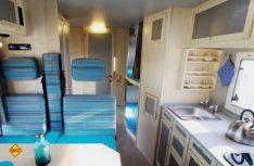 Gemütiches Interieur auch für vier und mehr Personen im bimobil-typischen hellen Möbeldekor. (Foto: Werk)