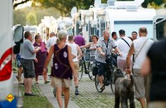 Kleines Dorf: Über 3.000 Caravan Salon Besucher können auf dem Caravan Center in Düsseldorf übernachten. (Foto: Caravan Salon)