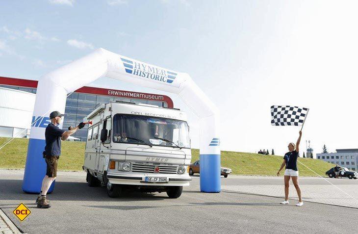 Zielankuft der 1. Hymer Historic Rallye vor dem Erwin Hymer Museum in Bad Waldsee. (Foto: Hymer)