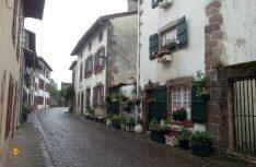Typisches Pyrenäendorf mit kleinen Gassen: St. Jean-Pied-de-Port. (Foto: Meurer)