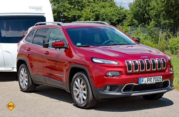 Der moderne Jeep Cherokee Limited hat alle Tugenden, die einen empfehlenswerten Zugwagen ausmachen. (Foto: sis)