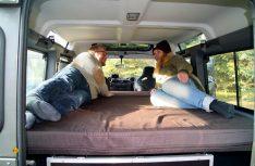 Mit dem Bettmodul läßt sich ein Doppelbett mit Maßen von 1.95 x 1.25 Zentimetern bauen. (Foto: Werk)