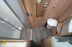Das tolle Raumbad ist zum Wohnraum hin abtrennbar und hat eine separate Duschkabine. (Foto: det)