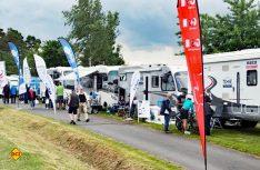 Bei 16 namhaften Firmen aus dem Zubehör- und Herstellerbereich konnten sich Besucher in lockerer Atmospäre beraten lassen. (Foto: Technik Caravane)