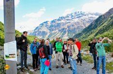 Ohne Seil und Haken – Fast 600 Kilometer Wanderwege sind im Engadin für Naturliebhaber und für alle Schwierigkeitsstufen vorbereitet (Foto: CIVD)