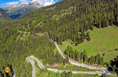 Der 2.383 Meter hohe Flüelapass zwischen dem Unterengadin und Davos ist nicht wintersicher und verläuft durch lawinengefährdetes Gebiet (Foto: swiss-image.ch / Charly Tscharner)