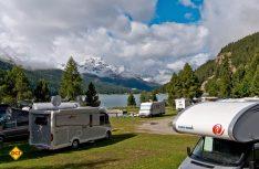 Einen schöneren Übernachtungsplatz für Wohnmobile als am Silvaplaner See kann man sich kaum vorstellen (Foto: CIVD)
