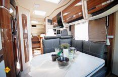 Der Eura-Mobil Integra 700 EB überzeugt mit einem wertigen und wohnlichen Wohnraum und viel Komfort. (Foto: det)