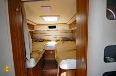 Komfortable Einzelbetten im Heck des Integra 700 EB, die auch von größeren Schläfern bequem genutzt werden. (Foto: det)