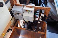 Technisch tolle Lösung: Einfache und direkter Zugriff auf die Bordelektrik: (Foto: det)