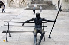 Bekannter Pilger-Treffpunkt in Burgos: Das Pilgerdenkmal. (Foto: det)