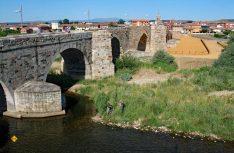 Die romanische Pilgerbrücke Puente de Origo. (Foto: Meurer)