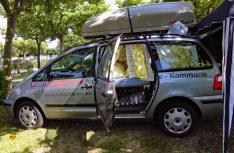 Mit der Box oben auf dem Dach steht einen zweiwöchigen Camping-Urlaub im eigenen Mobil nichts mehr im Wege. (Foto: Kleinschwärzer)