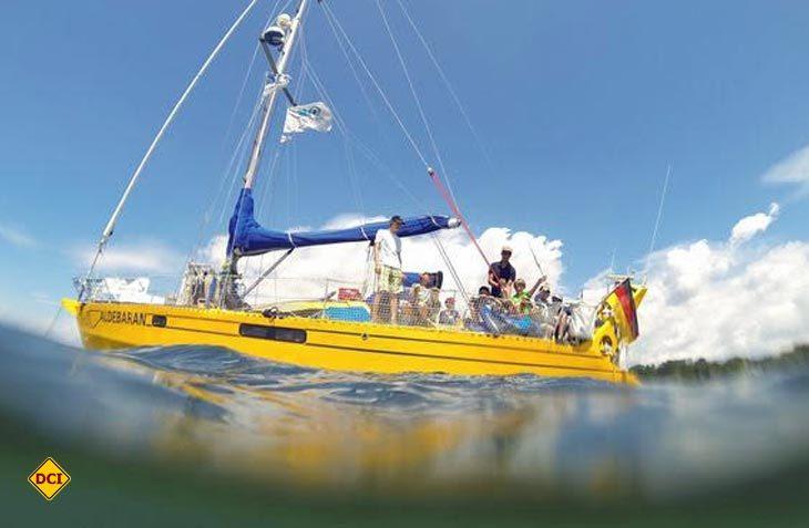 Das Forschungsschiff Aldebaran unterwegs in der Mecklenburgischen Seenplatte (Foto: Aldebaran)