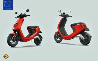Ganz in rot - Der leichte Elektro-Roller NIU Mi eignet sich ideal als Reisebegleiter im Wohnmobil (Foto: NIU)