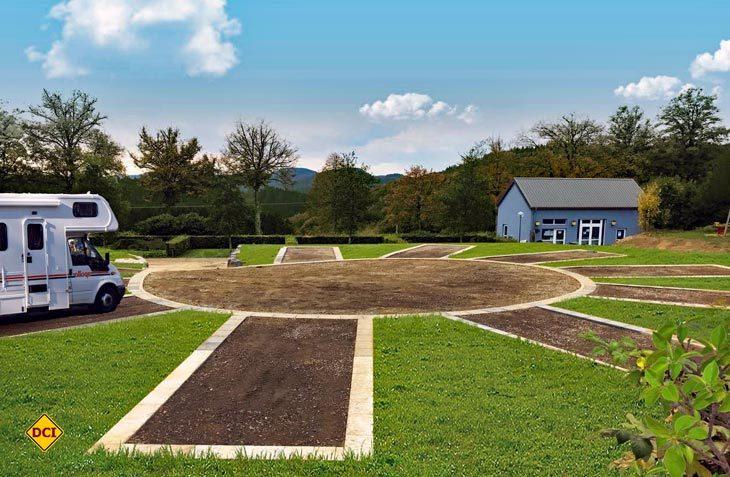 Ruhig, im Grünen und mit allem ausgerüstet, was einen Stellplatz der Spitzenklasse ausmacht – Der neue Reisemobilstellplatz Camping Liefrange am Obersauer Stausee in Luxemburg. (Foto: Fuussekaul)