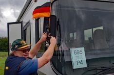 Auch die Teilnehmer haben auf den großen Auftritt im Konvoi vorbereitet. (Foto: det)
