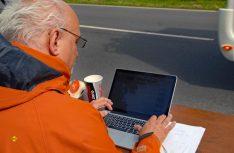 Der Mann am Computer: Eine genaue Erfassung der teilnehmenden Fahrzeug war wichtig. (Foto: det)