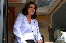 Schirmherrin Dorothee Bär, Staatssekretärin aus dem Bundesverkehrsministerium hatte sichtlich Spass am Womo-Konvoi. (Foto: det)