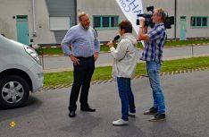 Veranstalter Dieter Goldschmitt war ein gefragter Interview-Partner: Hier bei einem Fernseh-Interview. (Foto: det)