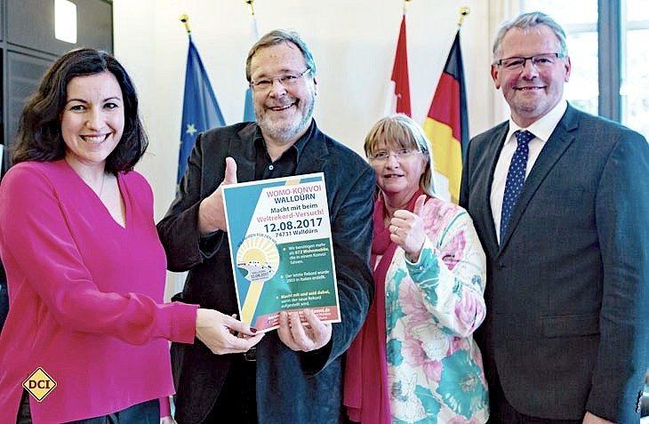 Staatssekretärin Dorothee Bär, Dieter und Gisela Goldschmitt, MdB Alois Gerig freuen sich auf den 12. August. (Foto: Goldschmitt)