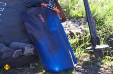 Für den Transport der gefüllten Flasche gibt es einen praktischen Rucksack-Halter. (Foto: Vapur)