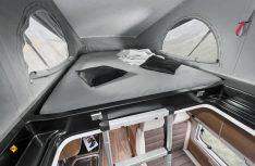 Das optionale Aufstelldach erweitert das Angebot an Schlafplätzen mit dem Dachbett. (Foto: Werk)