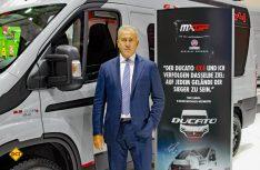 Roberto Fumarola, Verantwortlicher der FCA EMEA im Segment Motorhome stellte den Fiat Ducato 4x4 auf dem Caravan Salon offiziell vor. (Foto: det)