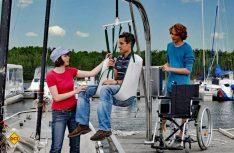 Barrierefreies Wassersportzentrum Senftenberger See mit Lift zum sicheren Einsetzen in die Boote. (Foto: Tourismus Lausitzer Seenplatte)