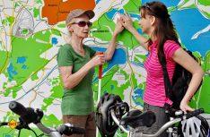 Taktile Karte am Senftenberger See. (Foto: Nada Quenzel)
