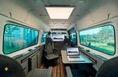 Komplettes Exclusiv-Büro und edler Konferenzraum für unterwegs: Das neuen TGE-Office-Mobil von MAN. (Foto: Werk)