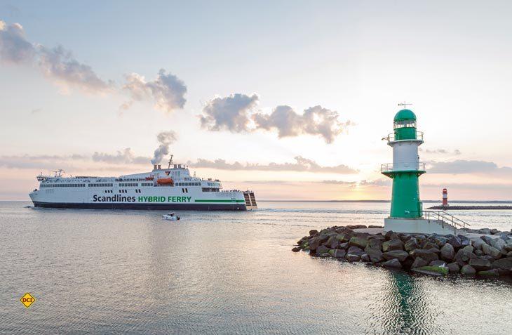 """Scandlines fährt die Route Rostock-Gedser mit den neuen Hybrid-Fähren """"Berlin"""" und """"Copenhagen"""" und bietet doppelte Kapazität für Fahrzeuge und die modernen, geräumigen Einrichtungen an Bord geben Platz für 1.300 Passagiere. (Foto: Scandlines)"""