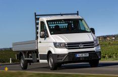 Neben der Pritschenversion des VW Crafter kommt für Reisemobil-Aufbauten auch der Windlauf und eine Fahrgestellversion mit Tiefbettrahmen bis zu 4,0 t zulässiger Gesamtmasse. (Foto: Werk)