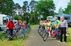 Immer aktiv: Bei den Treffen – wie hier 2016 in den Niederlanden – gehen die EMHC-ler auch gern mit Fahrrädern auf Tour. (Foto: EMHC)