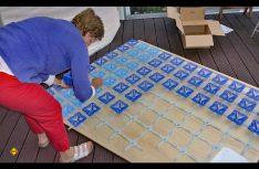 Die Federteller für das Heckbett werden montiert. (Foto: Klinke)