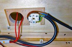 Die Elektroinstallation für die Küche. (Foto: Klinke)