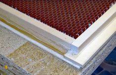 Für die Konstruktion der Sanitärraum-Tür wurde innen eine Wabenmaterial benutzt. (Foto: Klinke)