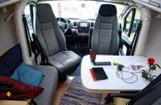 Komfortable Sitzgruppe für bis zu vier Personen mit Einzelsitz und Seitencouch. (Foto: alf).