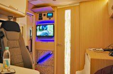 Die Badezimmertür schließt auch zum Wohnraum und ermöglicht so ein komfortables Raumbad. (Foto: alf).