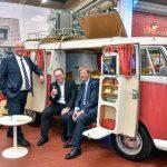 "VW Nutzfahrzeuge eröffnet Oldtimer Dauerausstellung ""Bulli Klassik Tour"""