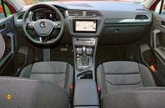 Vorzeigbar: Übersichtliche Armaturentafel mit perfekt positionierten Schaltern und Instrumenten im VW Tiguan. (Foto: sis)